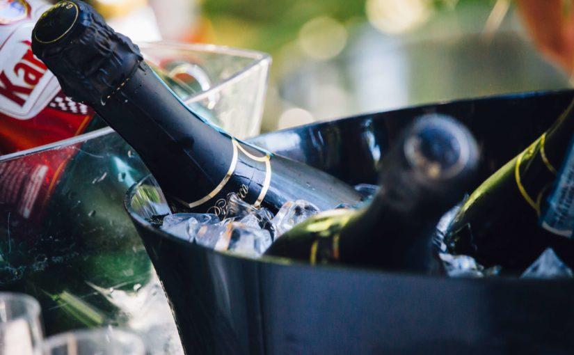 Damit Sekt & Wein bei Ihrem Sommerevent im Freien kein Fieber bekommen: Ihre Kreszenzen brauchen Kühlung! – Wir haben da etwas für Sie vorbereitet.